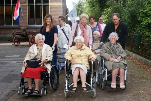 Groepsontvangst rolstoelafhankelijke bewoners van De Leijenstein.